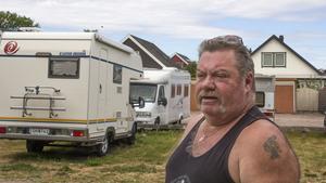 Kjell tycker att vagnarna och bilarna måste beskyddas. – Visst, det är ett bra pris vi betalar, men något skydd måste vi få.