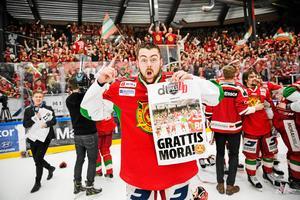 Oskar Svanlund jublar efter Moras kvalseger mot Leksand 2017.