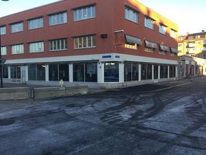 Förhoppning fanns om att det skulle vara löst tidigare och i drift redan i december, men nu är det inflytt på Nybrogatan i januari som gäller.