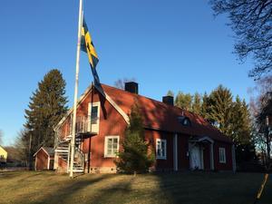 Församlingen flaggar på halvstång dagen efter dödsolyckan.