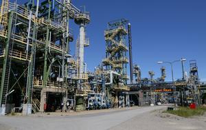 I Nynäs raffinaderi I Nynäshamn tillverkas bitumen och nafteniska specialoljor.