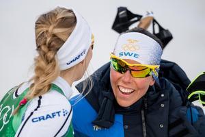 Charlotte Kalla och Stina Nilsson under onsdagens sprintstafett. Bild: Petter Arvidson/Bildbyrån.
