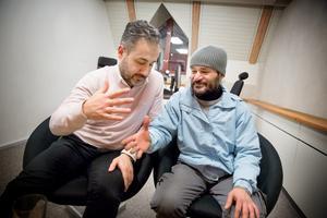 Moussa Esa, affärsområdeschef på Arcus utbildning och jobbförmedling, fick hjälpa Darios Kourie när han kom till Sverige. Nu har Darios fast jobb och står i begrepp att starta egen firma.