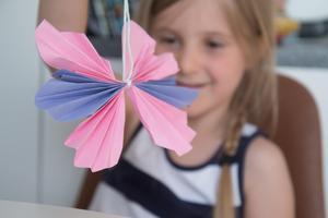 Pappersfjärilarna var roliga att göra, tyckte Julie.