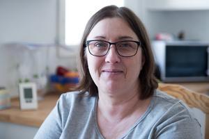 Sedan ett år tillbaka arbetar Elisabeth Olsson på ett städföretag. De två cheferna har stöttat henne i alla lägen och numera är Elisabeth till och med handledare för nya medarbetare.