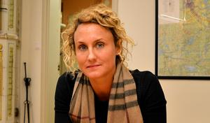 Caroline Willfox har tidigare begärt att Folkets hus styrelse ska polisanmälas. Nu krävs hon på en offentlig ursäkt för det.