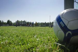 Varje dag mellan klockan 9 och 12 spelas det fotboll och leks lekar, med en fikarast klockan 11.