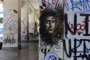 Al Pacino målad på en husvägg. Skådespelarens sicilianska ursprung och roller i många maffiafilmer ger honom en viss ikonstatus i Palermo.   Foto: Ola Wickander/TT
