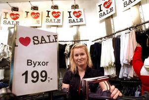Frida Ekström på Bikbok har fått tjuvstarta sin rea eftersom konkurrenterna började med sin.