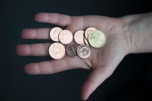 Vad ska man göra av mynten? Foto: TT