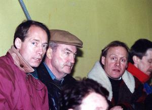 Inge Hammarström på läktaren tillsammans med gamle AIK-basen Lasse Norrman och Anders Hedberg under en match 1992. FOTO: GD ARKIV