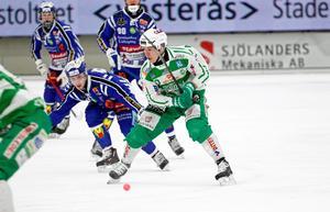 Ted Bergström gjorde tre mål när VSK vann kvartsfinal tre mot Villa Lidköping med 7–1.