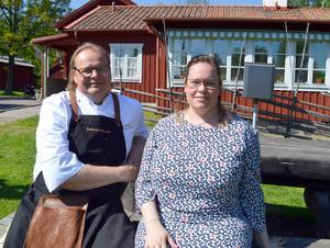 Tony och Ellenor Persson välkomnar nya evenemang vid gammelgården i Borlänge.