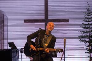 """Ulf Westman klev sedan överraskande upp på scenen och framförde """"Always look on the bright side of life""""."""