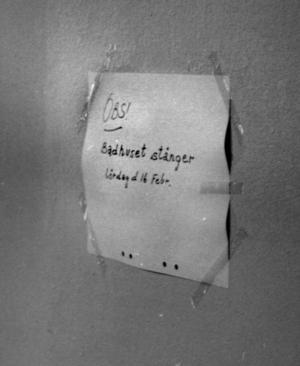 Med en liten papperslapp meddelades att badhuset stängdes lördag den 16 februari 1980.
