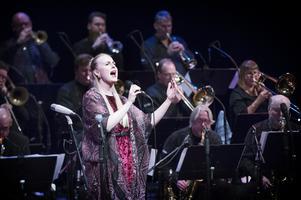 Professorn från Texas, Anna Jalkéus, har ärvt mamma Margareta Bengtssons sångkonst och harpspel.