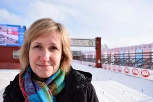 Anna Hed (C) leder en kommun där idrotten är en stor sak. Hon har så klart inte glömt hur det slutade senast det rådde arenafeber i Mora.
