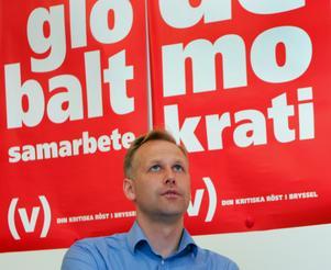 Det var längesen Jonas Sjöstedt såg ut såhär. Men också ett tag sedan Vänsterpartiet talade om EU och vad EU-medlemskapet innebär, menar Peter Tjernberg. Bild: Jonas Ekströmer/TT