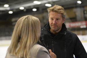 Johan Hedberg intervjuas under SCA-cupen 2020, en turnering som sänds live på dt.se och dalademokraten.se även under 2021.