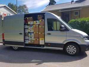 Bilen börjar bli knökfull.Några kartonger till ska in + vår egen packning. Sen är alt klart inför avfärd.Foto: Privat