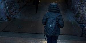 Marie blev hemlös i mitten av november. Nu sover hon i trappuppgångar, i källare eller på station i Gävle.