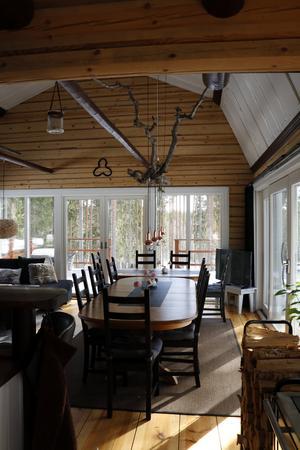Utsikten över rummet från köket.