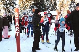 Viktor Almeteg från Ställbergs IK är på väg ut i spåret.