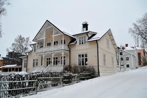 De två husen närmast i bild kan båda knytas till krigsveteranen Carl Adolf Charliere. Foto: Torbjörn Aronsson
