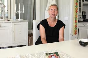 Familjelivet har blivit en kamp för Jonna Turney, som ständigt kämpar för att de ska få den hjälpen som de har rätt till. Hennes 50-årige make har Alzheimers sjukdom.
