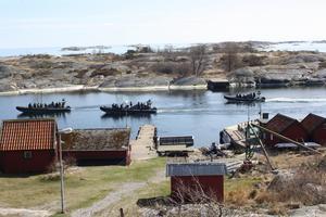 En av aktiviteterna är att åka ribbåt med 600 hästkrafter, en båt tar 12 passagerare. Foto: Privat