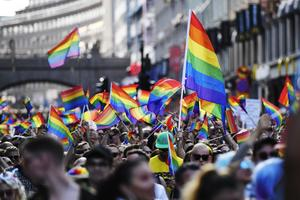 Foto: Stina Stjernkvist / TT    Bild från Prideparaden i Stockholm tidigare i sommar.