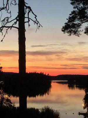Vackra färger över sjön. Foto: Gunn Hellberg