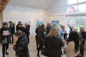 Utställningen i Österhaninge lockade många besökare. Foto: Max Möllerfält