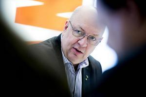 Regionråd Ulf Berg (M) kritiserar oppositionens beskrivning att han, och majoriteten, vikit ned sig i frågan om ny policy för färdtjänsten.
