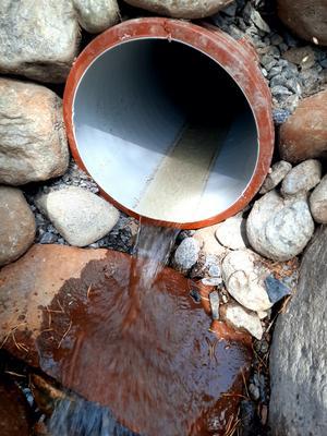 Bäckravinen är idag ersatt av ett 30 meter långt rör med 35 centimeter i diameter. Foto: Privat