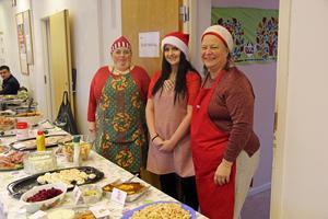 Maria Bertilsson, till vänster,  har haft huvudansvaret för att få ihop julfirandet här i Långshyttan. Till sin hjälp har hon haft Madelene Strömberg och  Eva Jonsson med flera.