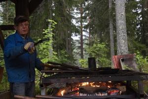 Carl Axel Sundén älskar att laga kolbullar.