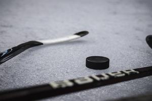 Jag älskar hockeyn samtidigt som jag hatar den. Selekteringen började långt innan spel i juniorlagen – för min sons del som 14-åring, skriver insändaren.