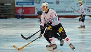 Pontus Thörnblad har lämnat tränarrollen och klivit ut på planen igen.