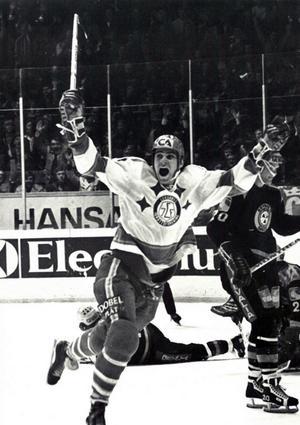 Roland Eriksson skriker ut sin glädje efter det avgörande målet i SM-finalen mot Brynäs 1975. Foto: DD:s bildarkiv