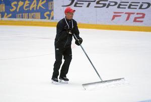 Björn Hellkvist fick skotta snö.