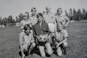 Bakre raden från vänster: Tomas Andersson, Jan Anders Andersson, Roger Hurtig, Hans Stener. Främre raden från vänster: Bengt Gustavsson, Leif Kristoffersson, Bertil Kristoffersson.Foto: TH:s arkiv.