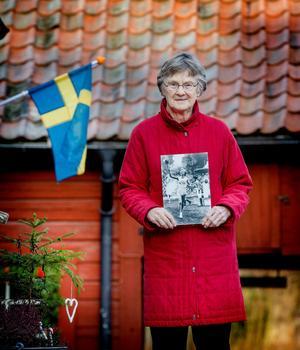 – Det är som att prata om en annan person, säger Karin Lindén när hon berättar om sina framgångar som gymnast, inte minst i OS. Men hon har bilder som visar sanningen, som när hon springer med den olympiska elden 1956 för att tända den på Stockholm stadion.