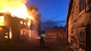 Att släcka bränder är bara en av många uppgifter en deltidsbrandman har.