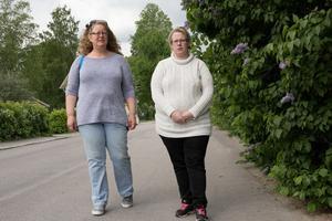 """Åsa Lindberg och Carolina Wallin uppmanar nu alla som får andras sekretessklassade handlingar hemskickade att anmäla Försäkringskassan. """"Försäkringskassans personal måste ta det här på större allvar, det får inte hända igen"""", säger de."""