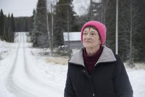 Lajla Ihrström har funderat om det går att bo kvar när plogningen blir ett allt större problem. Foto: Jan Johansson/VK