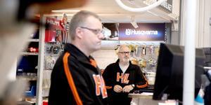 Hyreslandslaget i Nynäshamn och Skog & trädgård utsattes för inbrott natten till lördag.  På bilden Jörgen Fredman och Per-Olov Karlsson, HLL.