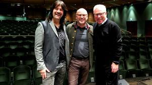 Rhapsody In Rock startade 1989, nu turnerar åter Robert Wells och Anders Berglund. I mitten Einar Ander, orkesterchef för Gävle symfoniorkester.