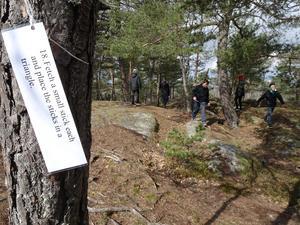 Ett av uppdragen under den så kallade 36-leken uppe på Gröndalsskolans fina berg. Foto: Robert Lättman-Masch