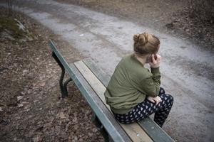 Felicia omhändertogs enligt Lagen om Vård av Unga , LVU. Men i stället för trygghet blev effekten en utsatthet som slutade med våldtäkt i en främmande stad.